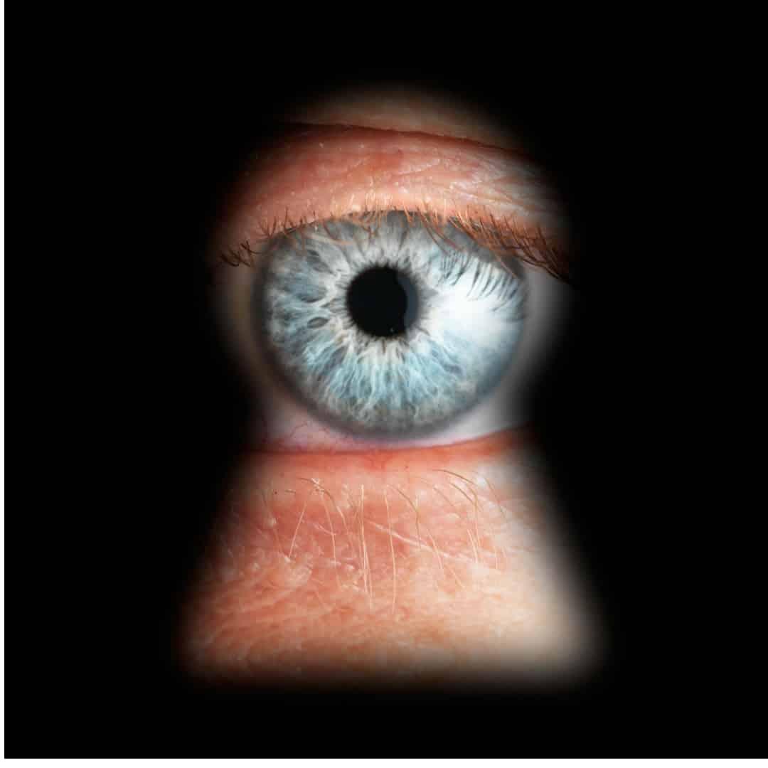 Facebook baut Spionage-Möglichkeiten aus: Smarter Lautsprecher belauscht dich & sammelt Daten